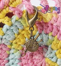 St marker lobster bronze tone:<br>Yarn with needle