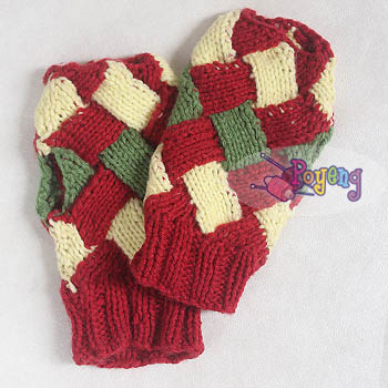 15.02.G-Fingerless Entrelac in festive